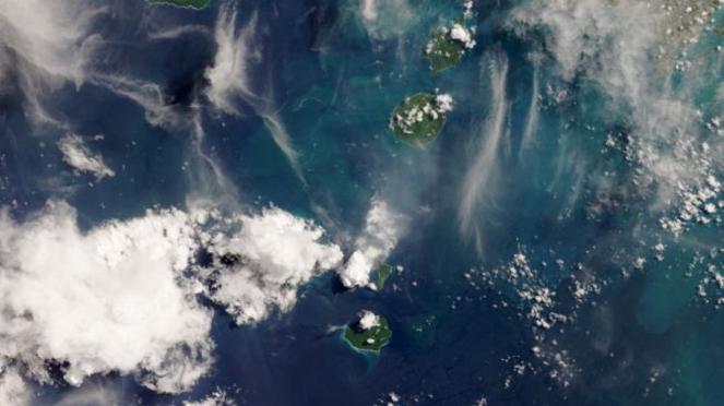 Foto letusan Anak Gunung Krakatau.