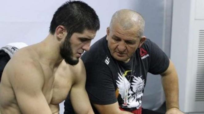 Juara kelas ringan UFC, Khabib Nurmagomedov dan ayahnya, Abdulmanap.