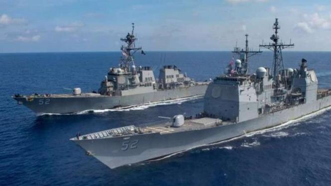 VIVA Militer: USS Barry dan USS Bunker Hill.