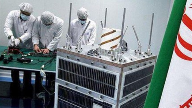 Ilmuwan Iran yang membuat Satelit Noor.