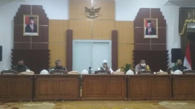 Penetapan PSBB di Surabaya, Sidoarjo dan Gresik.