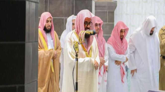 Syekh as-Syuraim menjadi imam salat Tarawih di Masjidil Haram
