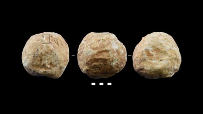 Batu berbentuk bola karya manusia purba