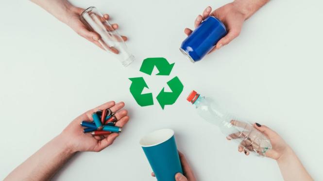 ilustrasi daur ulang plastik.