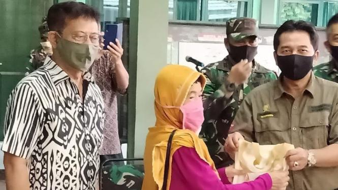 Mentan Syahrul Yasin Limpo (SYL) memantau langsung fungsi ATM ini di Kodim 0508/Depok dan Kodim 0621/Kab Bogor pada Minggu (26/4).