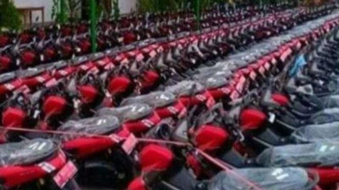 Ratusan NMAX pelat merah.