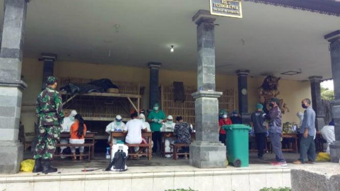 Rapid test COVID-19  digelar di Banjar Serokadan, Bali