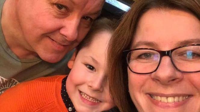 Evan bersama ayah dan ibunya