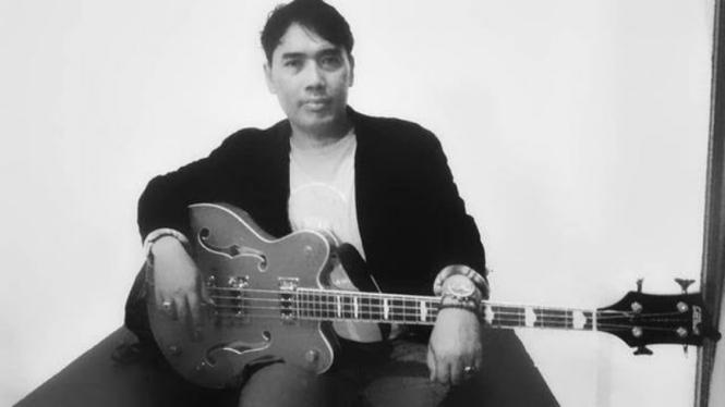 Mantan bassist Dewa 19, Erwin Prasetya.