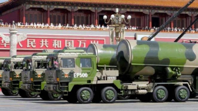 VIVA Militer: Parade rudal nuklir antarbenua China