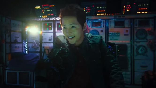 Song Joong-ki dalam Space Sweepers.