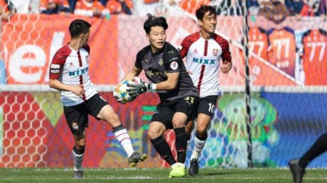 Duel K-League Gangwon FC vs FC Seoul.