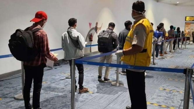 (ILUSTRASI) Para pekerja migran Indonesia  tiba dari luar negeri di Bandara Soekarno-Hatta.