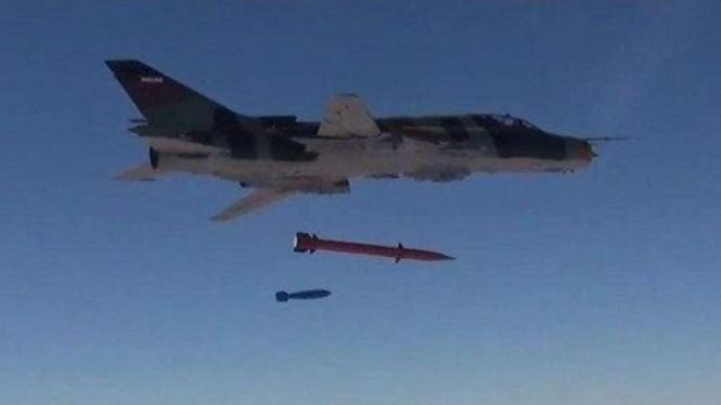 VIVA Militer: Jet tempur Angkatan Udara Iran melepaskan rudal Fajr-4