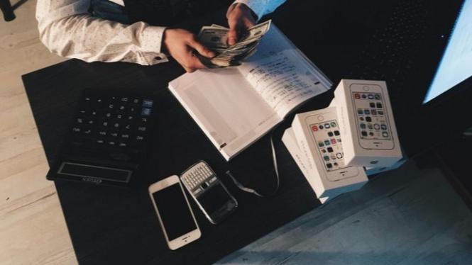 Ilustrasi mengatur keuangan   Photo by Piotr Adamovics from Pexels