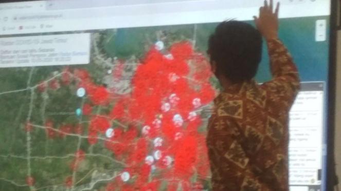 Tim Gugas Covid-19 Jatim menunjukkan peta radar corona Kota Surabaya dalam konpres di Gedung Negara Grahadi Surabaya pada Minggu malam, 10 Mei 2020.