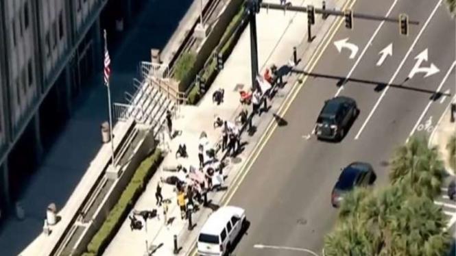 Aksi protes para penggila kebugaran karena gym masih tutup