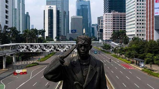 Kondisi Jalan yang Sepi Akibat Kebijakan PSBB di Jakarta.