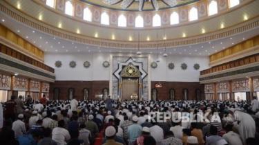 https://thumb.viva.co.id/media/frontend/thumbs3/2020/05/12/5eba6e544197f-peradaban-islam-akan-tumbang-seperti-prediksi-sarjana-barat_375_211.jpg