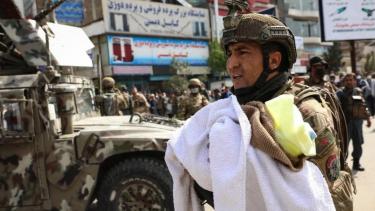 https://thumb.viva.co.id/media/frontend/thumbs3/2020/05/13/5ebb499053918-afghanistan-dua-bayi-dan-sejumlah-perawat-tewas-akibat-serangan-bersenjata-di-rumah-sakit_375_211.jpg