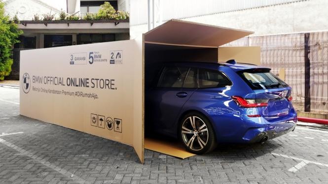Mobil BMW dikirim pakai kardus