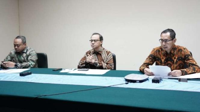 Direktur Perlindungan WNI Kemenlu, Judha Nugraha (kanan) update kasus Corona.