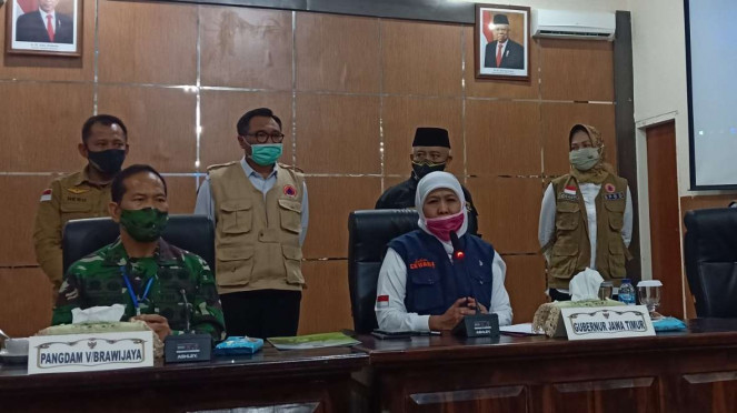 Gubernur Jawa Timur Khofifah Indar Parawansa mengumumkan pemberlakukan PSBB untuk pengendalian wabah virus corona di Malang Raya dalam konferensi pers di Kota Malang, Rabu, 13 Mei 2020.