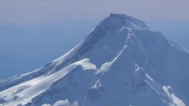 Gunung Berapi Mount Hood, Amerika Serikat.