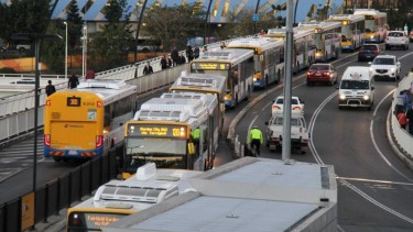 https://thumb.viva.co.id/media/frontend/thumbs3/2020/05/15/5ebdd5774234a-secara-perlahan-warga-australia-kembali-gunakan-transportasi-umum_375_211.jpg