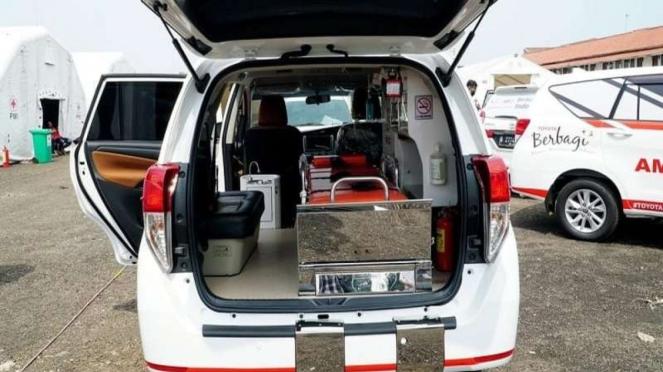 Kabin Kijang Innova versi Ambulans