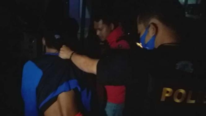Pencuri toko kelontong ditangkap polisi.