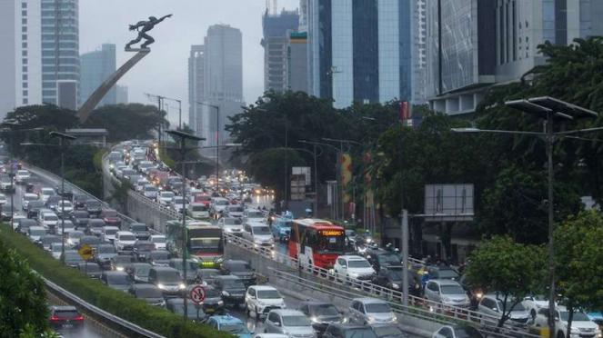 Macet di Tol Dalam Kota dan Jalan MT Haryono Jakarta (18/5/2020)