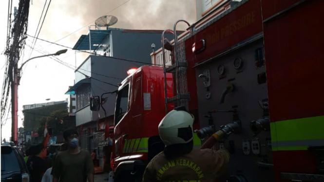 Kebakaran Hebat Lahap 100 Rumah di Tambora, 700 Orang Kehilangan Tempat Tinggal.