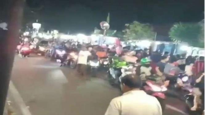 Masih PSBB, warga di Jakarta malah serbu pasar malam
