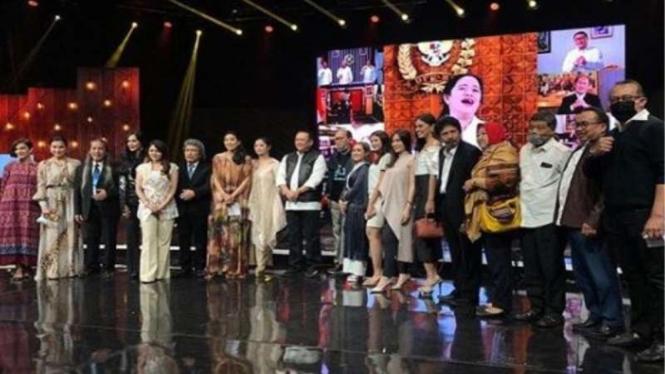 Foto Bersama Amat Senang Konser Sukses, Ketua MPR Bamsoet Minta Maaf