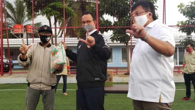 Gubernur DKI Jakarta, Anies Baswedan bersama Gede Widiade