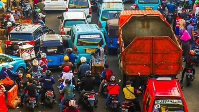 Pasar Kebayoran Lama dan Kawasan Tebet dipadati masyarakat.