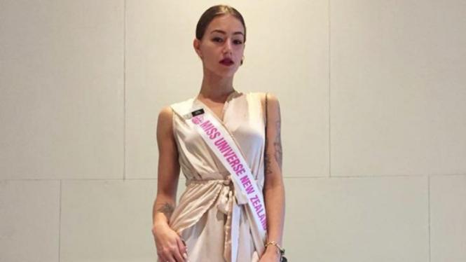 Finalis Miss Universe Selandia Baru, Amber-Lee Friis.