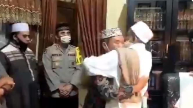 Habib Umar Assegaf Berdamai dengan Petugas Sotpol PP
