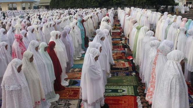 Jamaah Tarekat Syattariah melaksanakan shalat Idul Fitri 1441 Hijriah