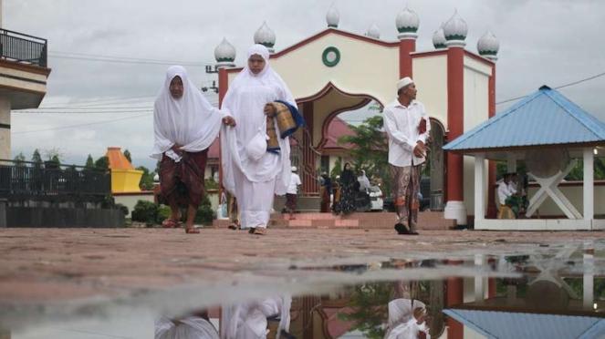 Jamaah Tarekat Syattariah bersiap melaksanakan shalat Idul Fitri 1441 Hijriah