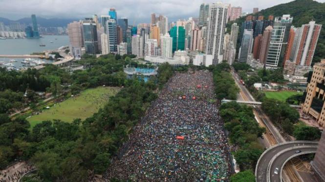 China Ancam Hong Kong dengan Tekanan Lebih Kuat