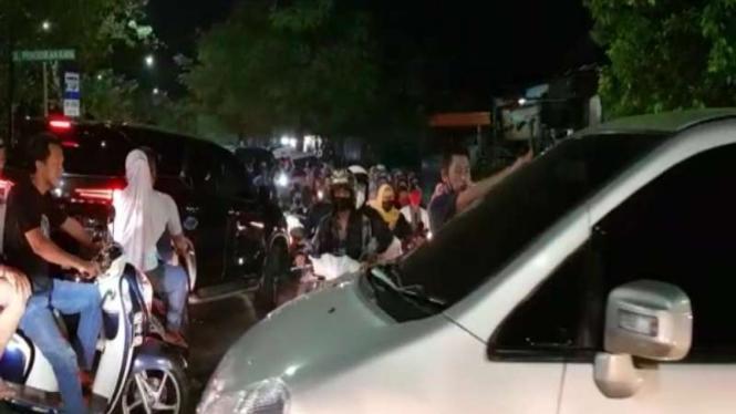Kerumanan pada saat malam Takbiran di Jakarta Timur
