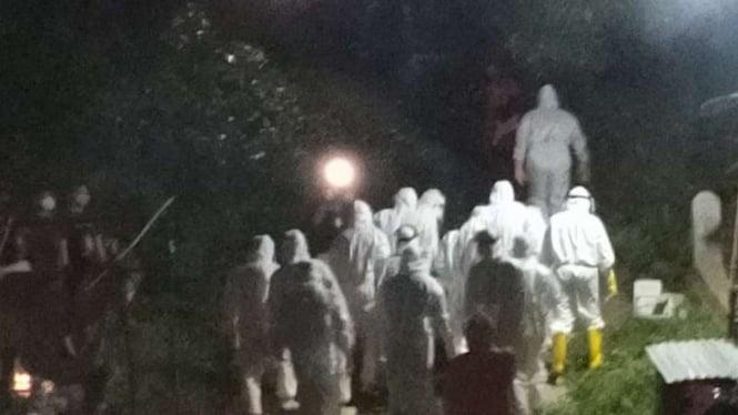 Permakaman jenazah pasien yang meninggal karena Corona di Tidore
