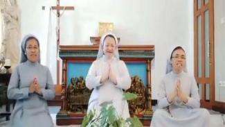 Para biarawati mengucapkan selamat Idul Fitri dengan nyanyian indah