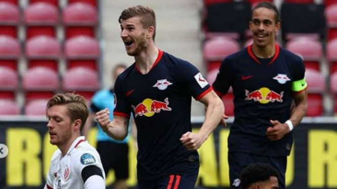 Pemain RB Leipzig, Timo Werner rayakan gol.