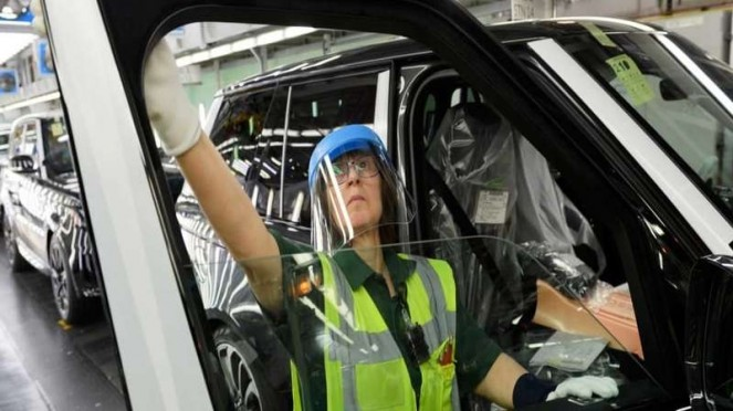 Pabrik Land Rover kembali beroperasi, setelah tutup sementara karena Corona