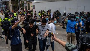 https://thumb.viva.co.id/media/frontend/thumbs3/2020/05/25/5ecba7c6b10b3-china-apa-isi-ruu-keamanan-nasional-dan-mengapa-beleid-itu-mencemaskan-banyak-orang-di-hong-kong_375_211.jpg