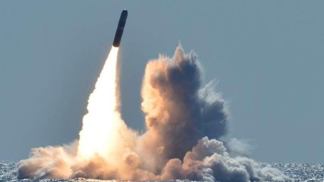 VIVA Militer: Rudal balistik antarbenua Amerika Serikat (AS), Trident II D5