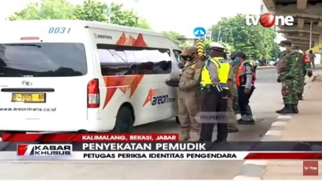 Pemeriksaan kendaraan di wilayah Kalimalang yang akan masuk ke Jakarta.